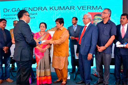 Dr Gajendra Kumar Varma, receiving the award from Ms Kiran Bedi, Lt Governor of Puducherry