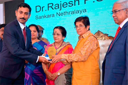 Dr P.S. Rajesh receiving the award from Ms Kiran Bedi, Lt Governor of Puducherry