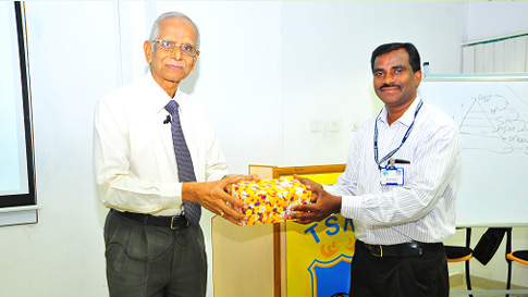 Mr Mahalingam A , Sankara Nethralaya Academy is presenting a Memento to the speaker Shri R Ramakrishnan.