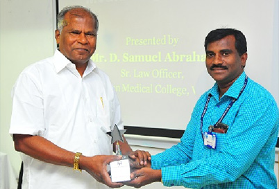 A Mahalingam, Deputy Registrar, The Sankara Nethralaya Academy, honouring the Speaker Shri D Samuel Abraham, Senior Law Officer, Christian Medical College, Vellore.