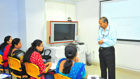 Shri PR Ravindran is lecturing the participants